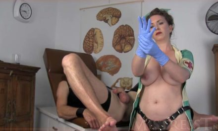 Il check up anale della mistress infermiera
