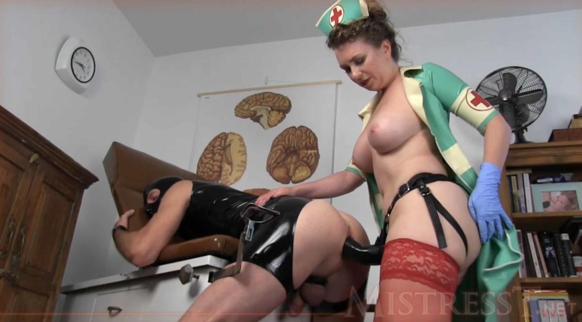 strapon infermiera a pecora